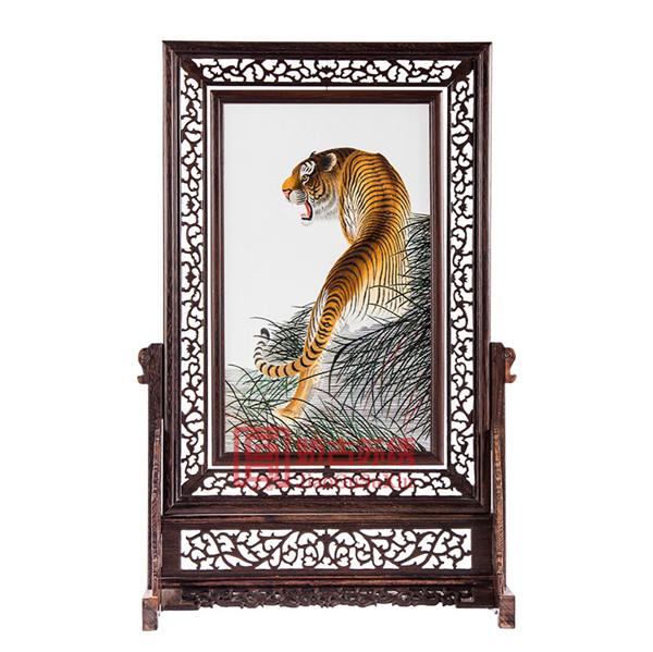 上山虎双面绣摆件|鸡翅木木雕刺绣大型台屏|中国苏绣