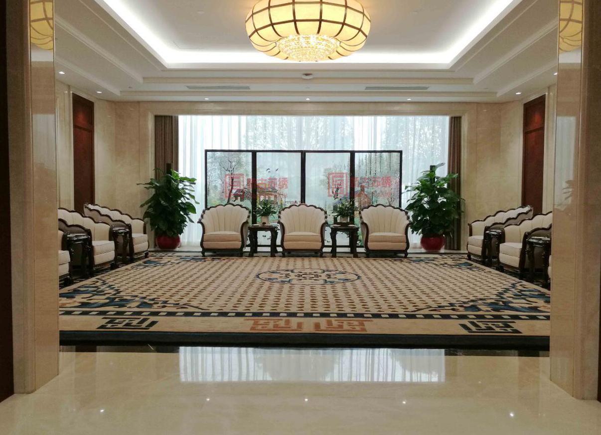 中国银行贵宾室定制双面绣折叠隔断--苏州手绣大型屏风案例