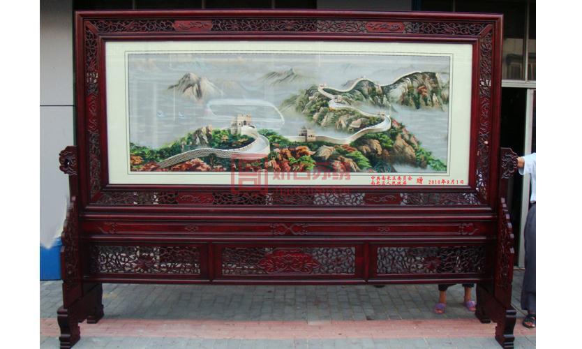 无锡南长区人民政府赠王巷8721部队大型长城刺绣屏风